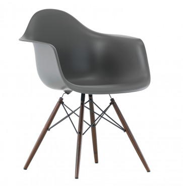 Vitra Eames Plastic Chair DAW donker esdoorn