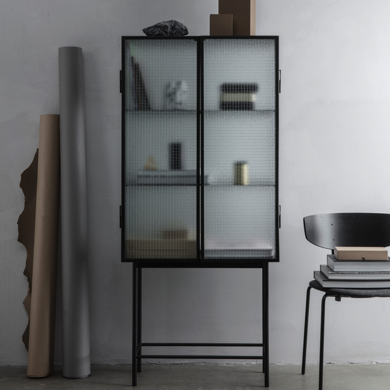 ferm living haze vitrinekast. Black Bedroom Furniture Sets. Home Design Ideas