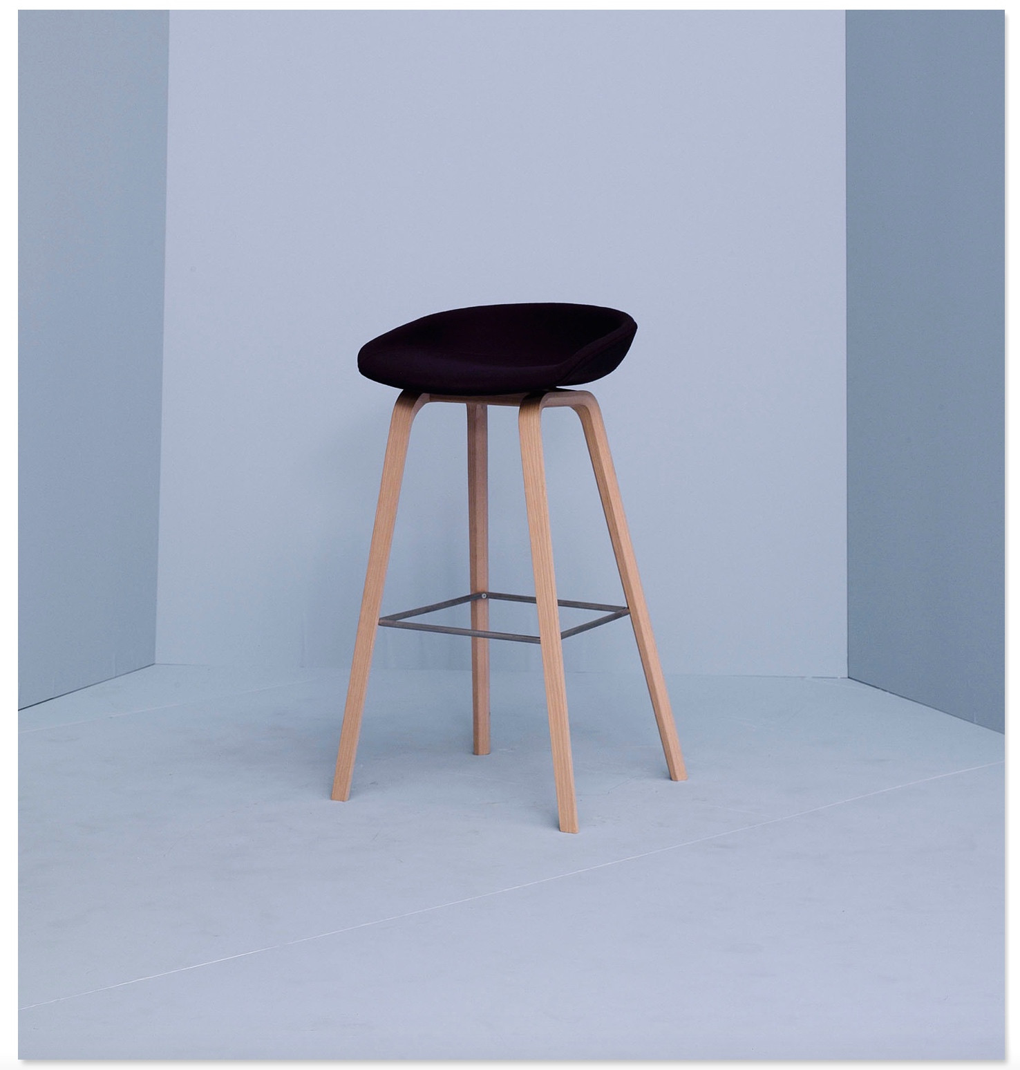 Hay barkruk about a stool aas33 hout bekleed for Hay barkruk