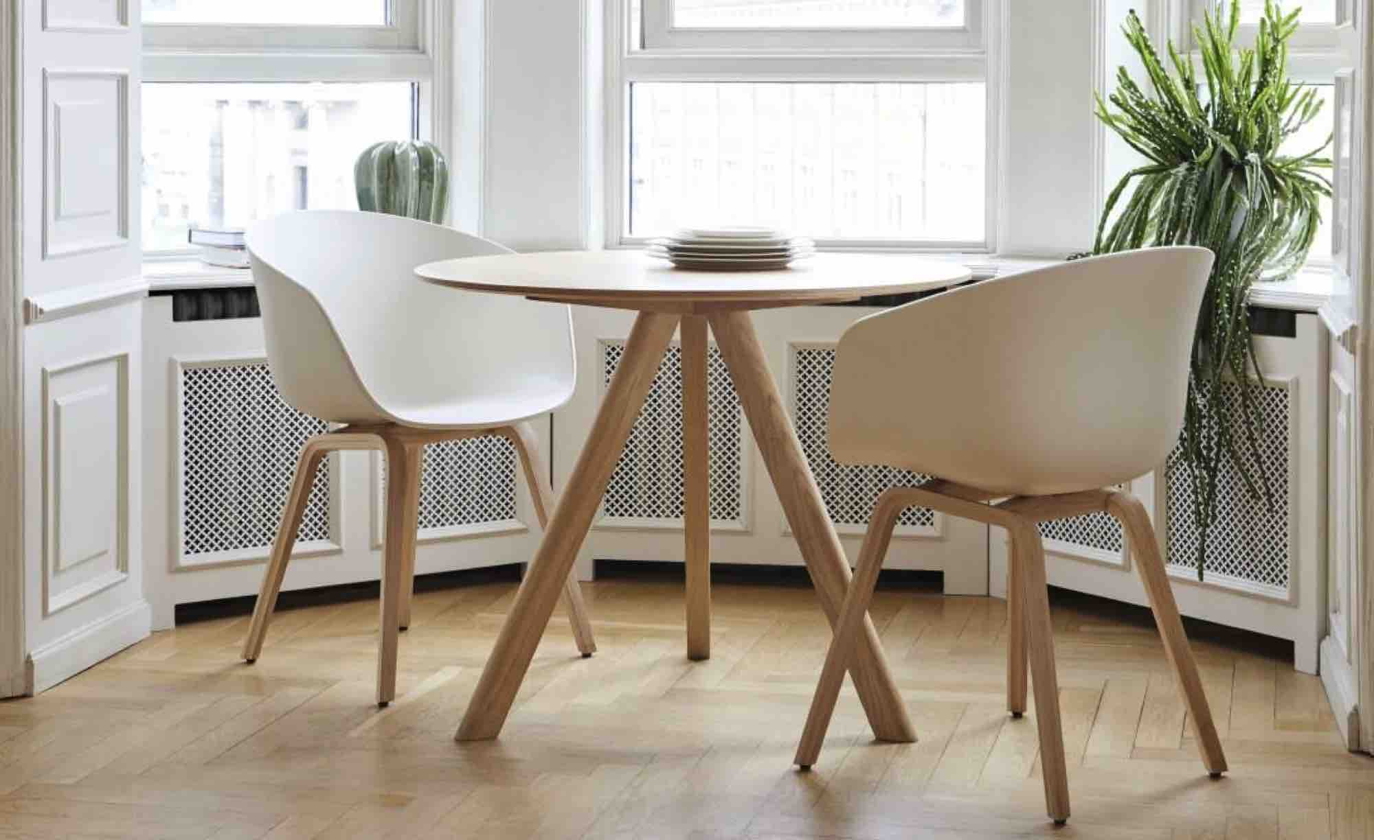 Hay Copenhague Table Round met kuipstoel AAC Ninove